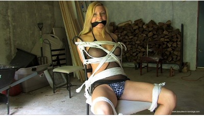 Niki's Escape Challenge Remastered (MP4) - Niki Lee Young